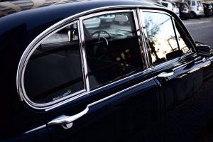 Jak przyciemnić szybę samochodu