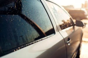 Przyciemnianie szyb samochodu